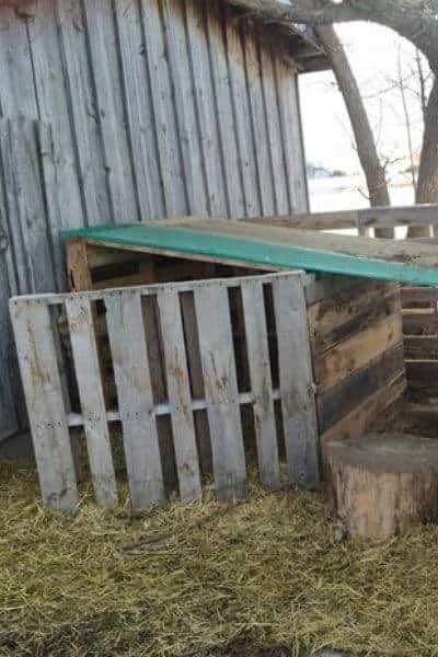 Pallet goat house with front wind break